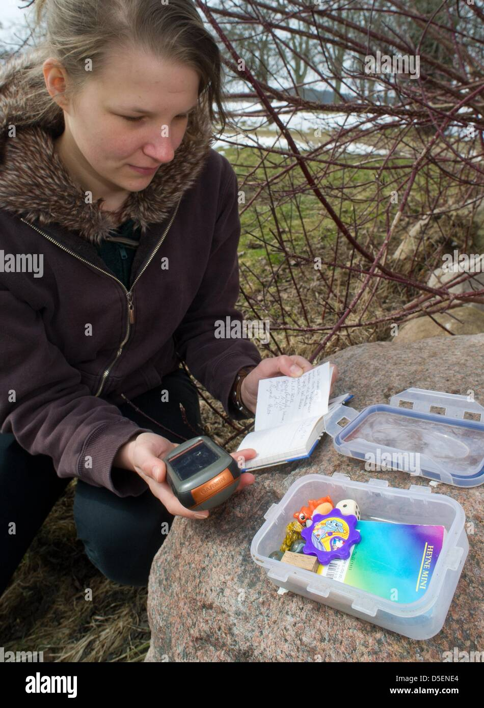 Thekla Noack, who is doing a voluntary ecological year (FOEJ) with the August Bier Foundation, checks a geocache - Stock Image