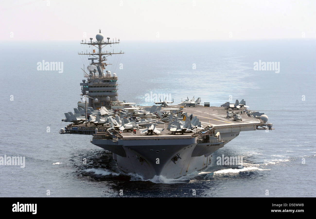 US Navy Nimitz-class nuclear aircraft carrier USS Abraham Lincoln transits the Indian Ocean January 18, 2012. - Stock Image