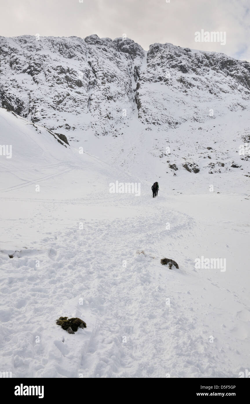 Walkers approaching Great End and central gully in winter in the English Lake District - Stock Image