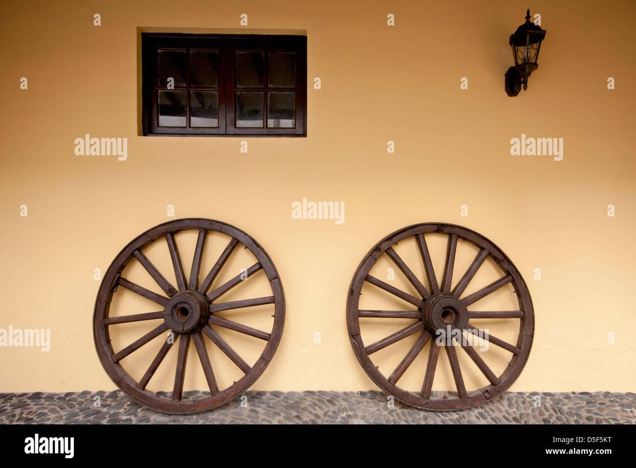 Yellow Wagon Wheel Stock Photos & Yellow Wagon Wheel Stock Images ...