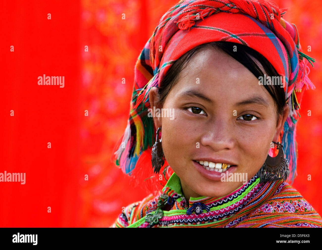 Market Woman of H'mong (hmong) Hill Tribe on Bac Ha ethnic market in Vietnam, Asia - Stock Image