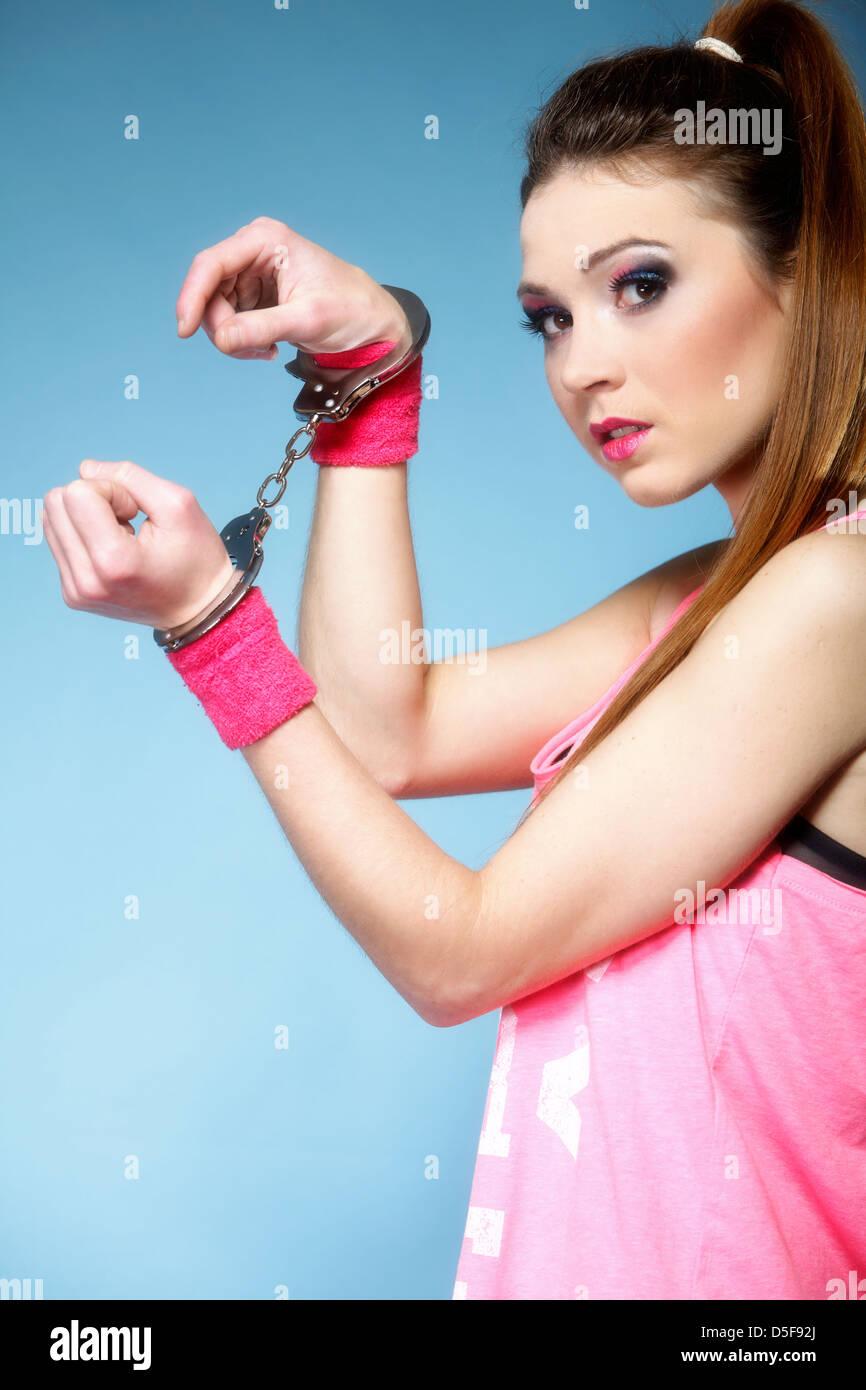 Cumming Dildo Jugendliche Mädchen in Handschellen Mädchen nackt Kostenlose