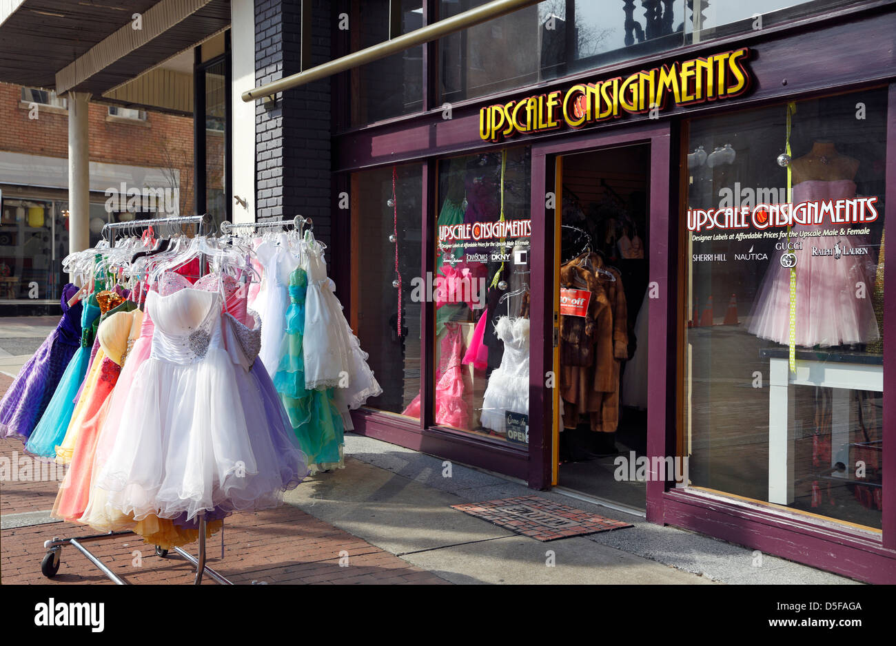 08d1cba9ee0 Consignment Store Stock Photos   Consignment Store Stock Images - Alamy