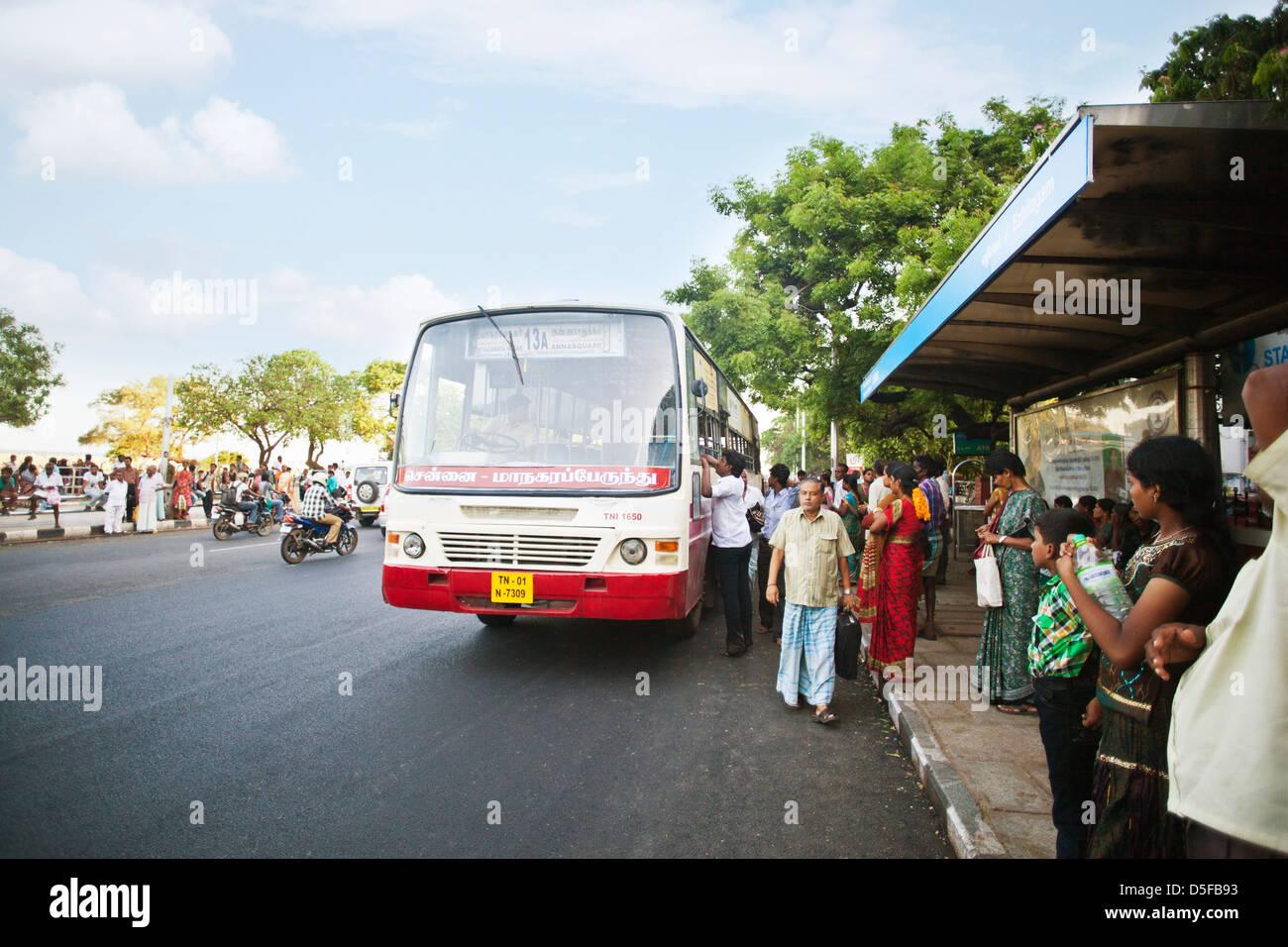 India Bus Stop Stock Photos & India Bus Stop Stock Images - Alamy