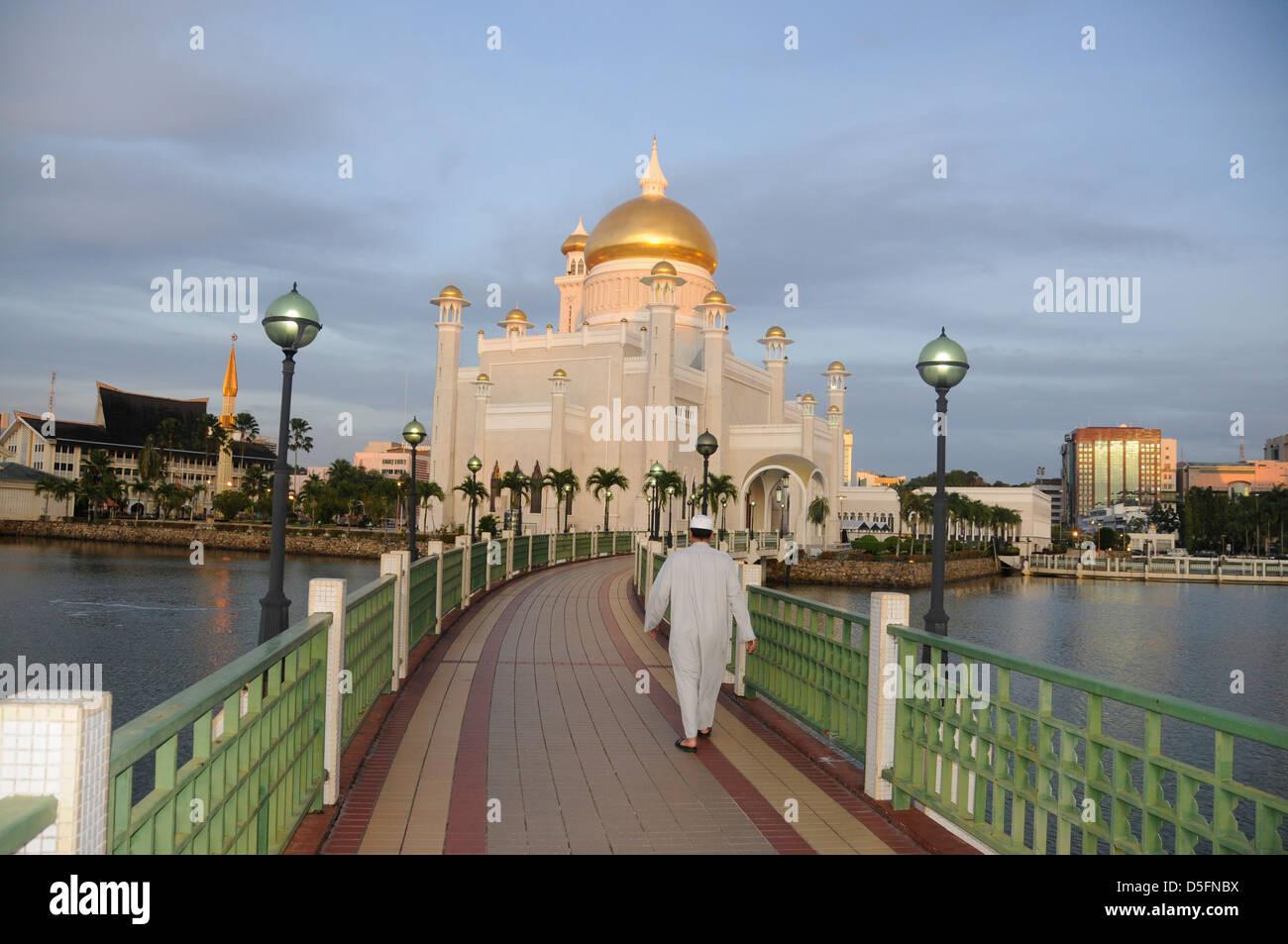 Attending service at Sultan Omar Ali Saifuddin Mosque, - Stock Image