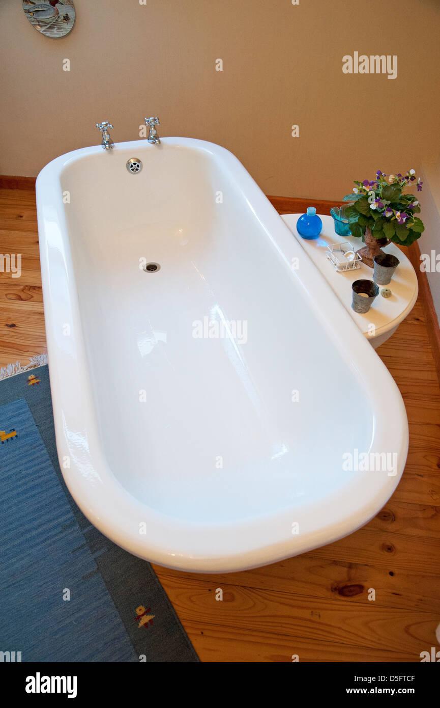 Old Style Bathtub Stock Photos & Old Style Bathtub Stock Images - Alamy