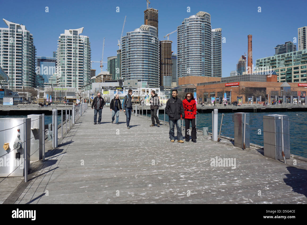 Queens quay harbourfront terminal
