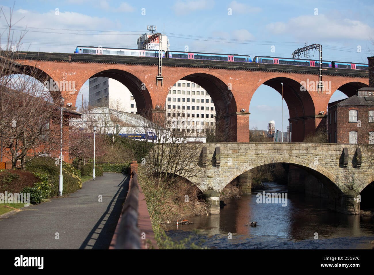 The Stockport Viaduct . The bridge carries the railway over the River Mersey in Stockport , Greater Manchester - Stock Image