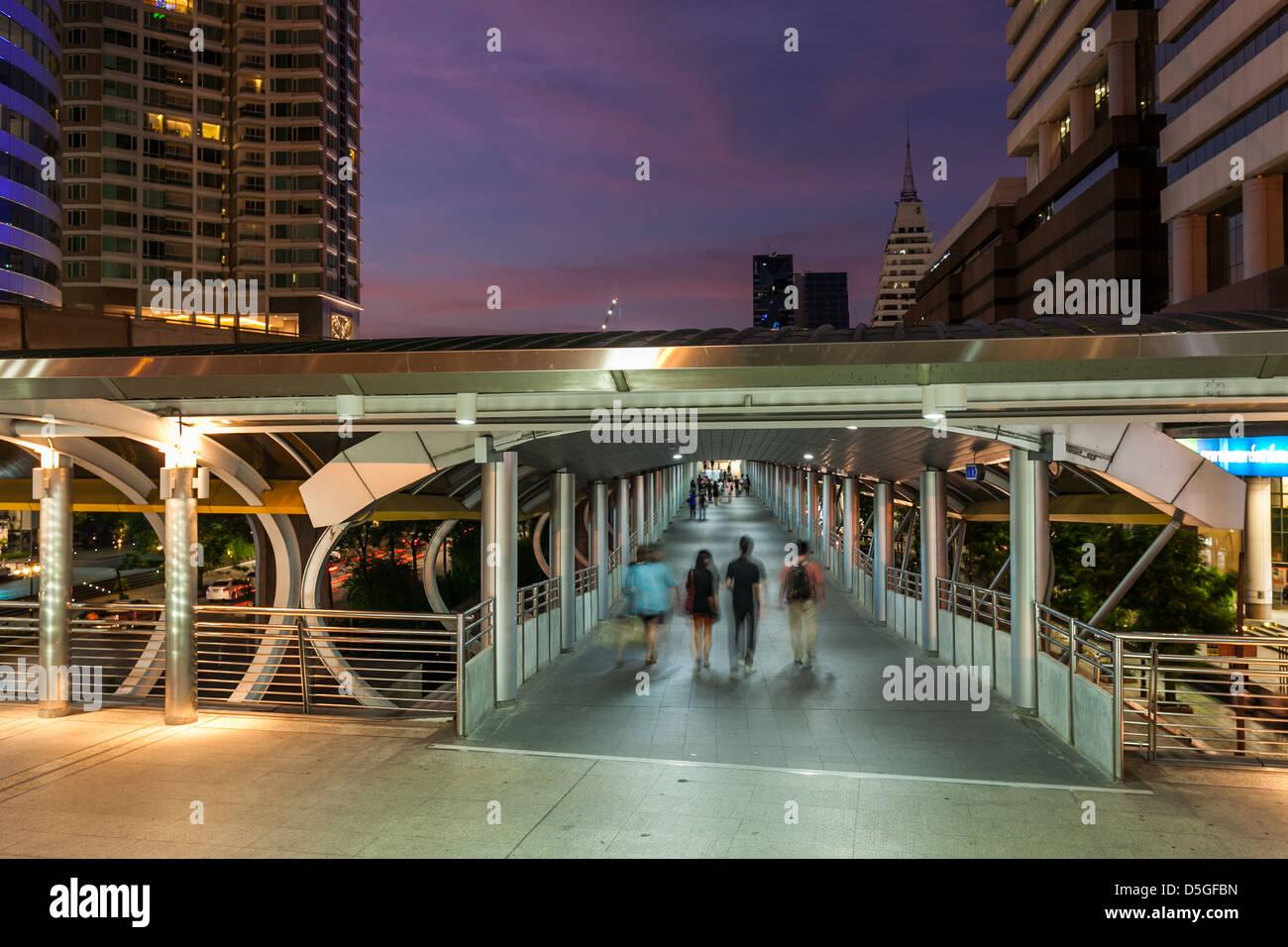 People walking on Skybridge, Chongnonsi Bridge, Bangkok, Thailand - Stock Image