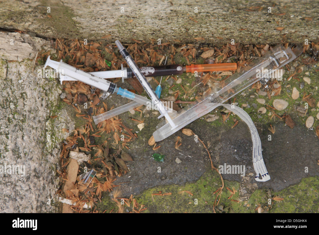 Syringes drug addict Stock Photo: 55069480 - Alamy