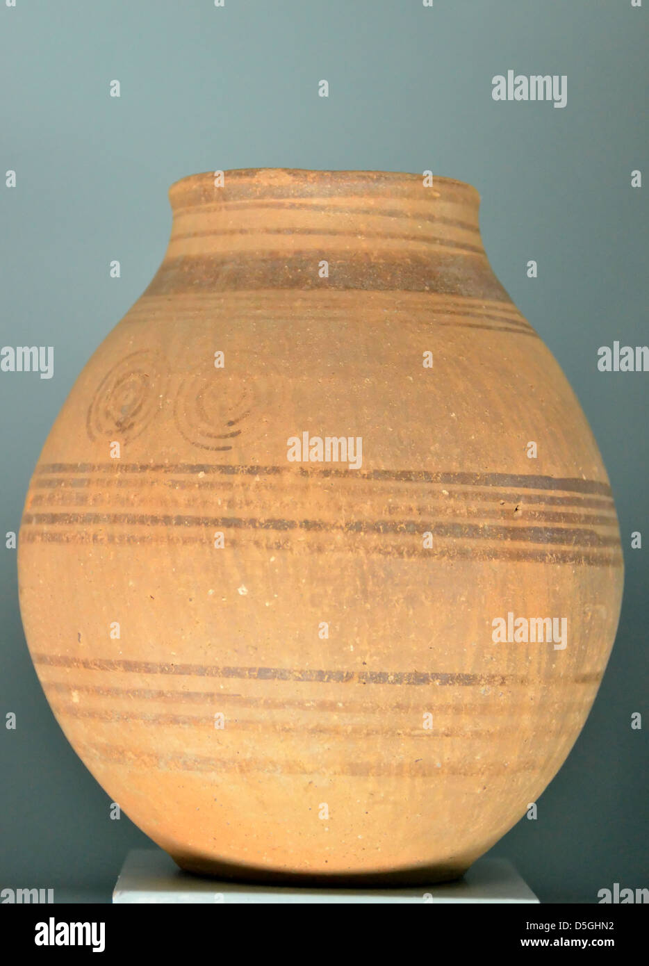 Ancient greek vase from the geometric age (700-900 BC). - Stock Image