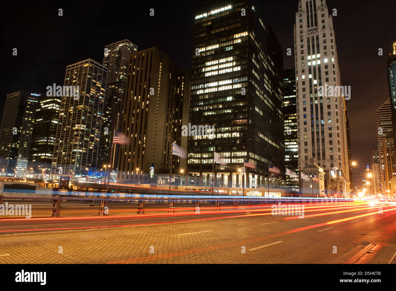 Night view of the Michigan Avenue Bridge, also known as DuSable Bridge, in Chicago - Stock Image