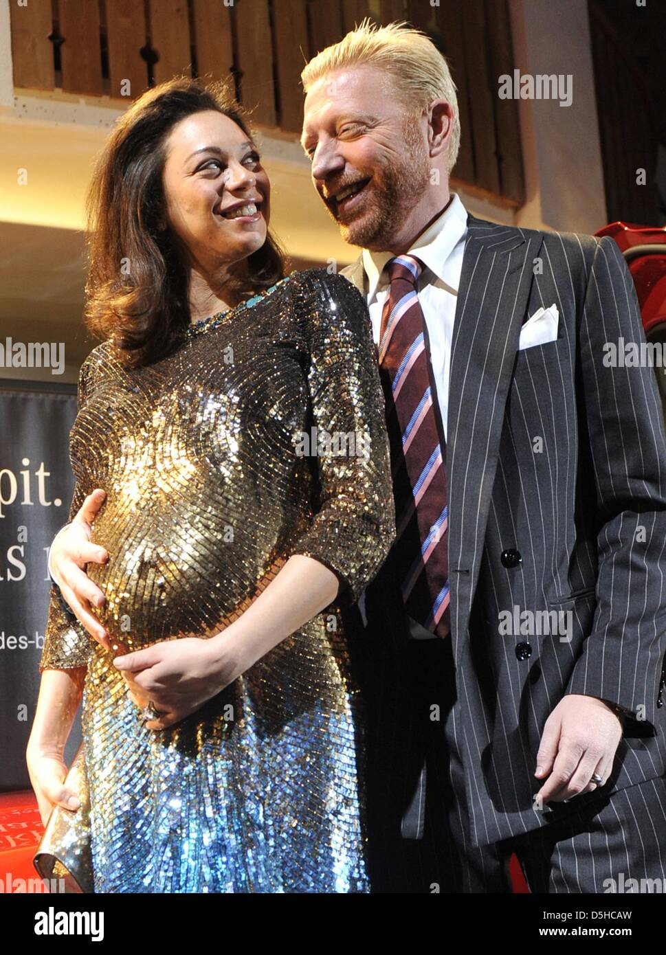 ARCHIV - Der ehemalige Tennisprofi Boris Becker und seine schwangere Frau Lilly Kerssenberg stehen am 23.11.2009 Stock Photo