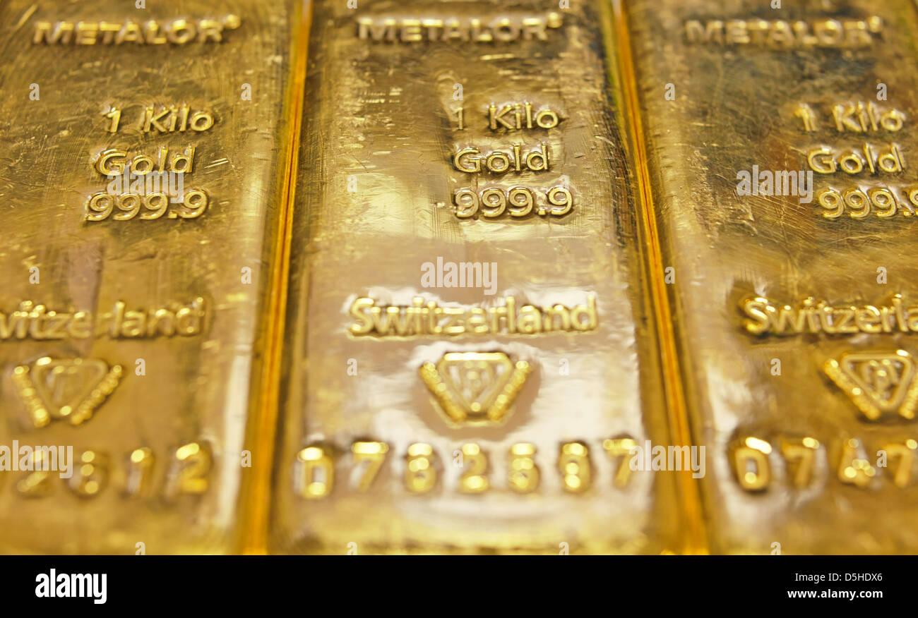 1 Kilogram gold bars - Stock Image
