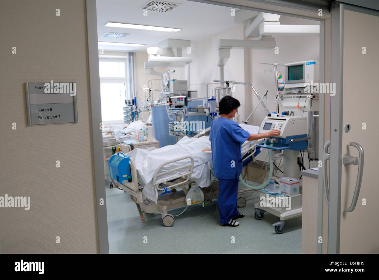nurse with patient on the intensiv care unit - Stock Image