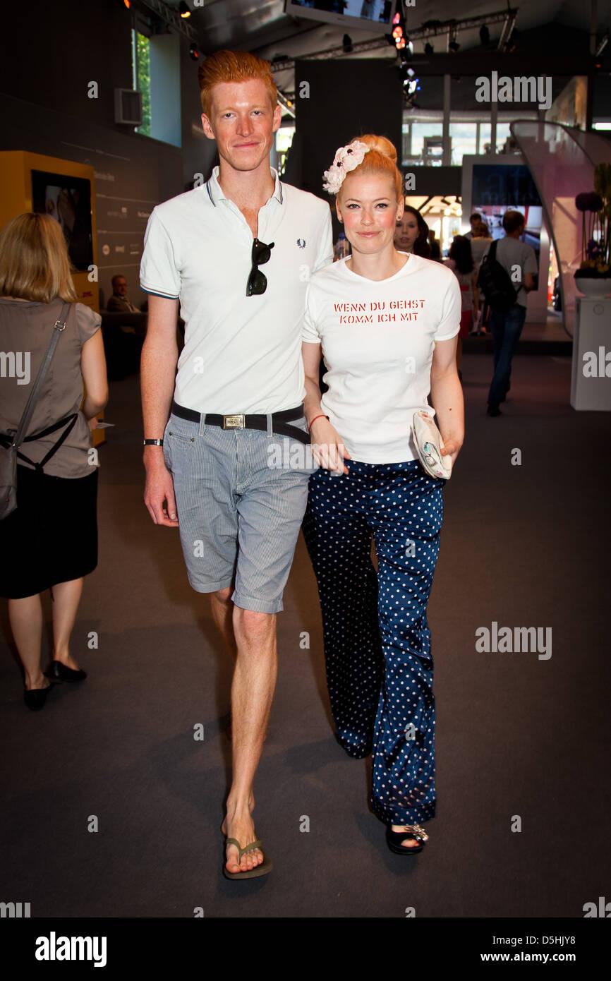 enie van de meiklokjes and boyfriend tobi at mercedes benz fashion stock photo 55092444 alamy