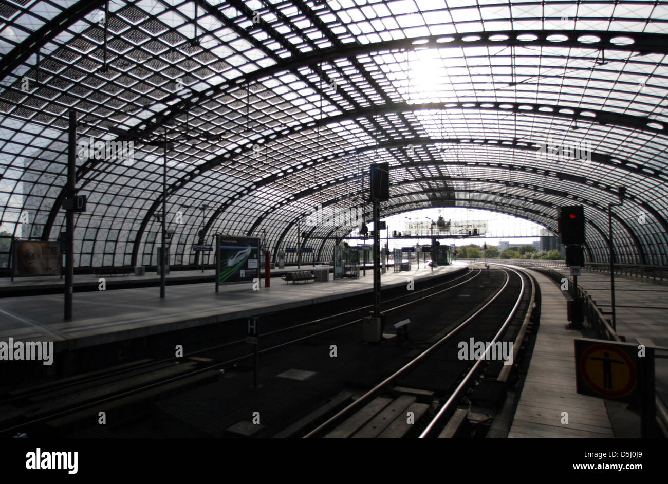 View of empty train platforms at the central train station in Berlin, Germany, 20 September 2012. The police closed - Stock Image