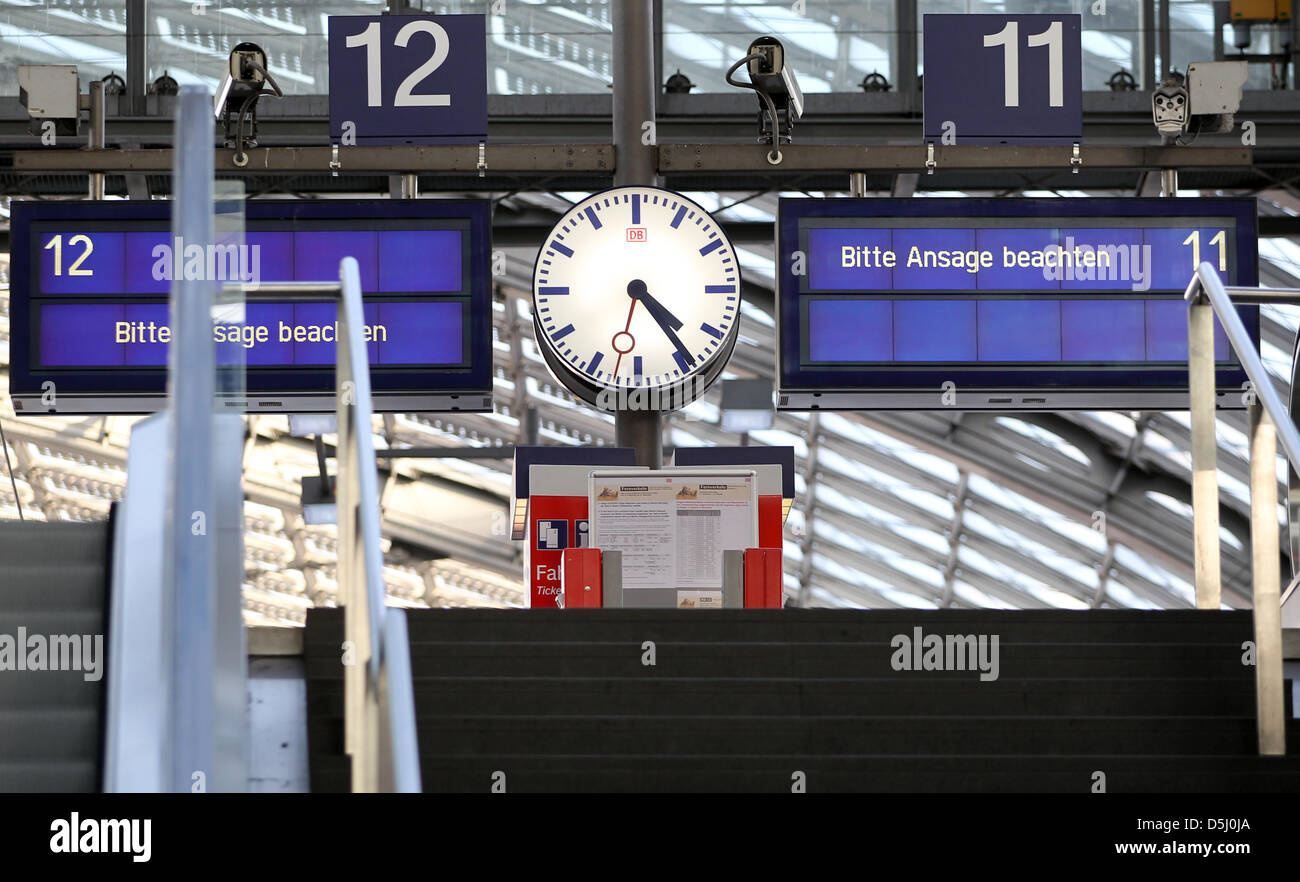 A display board reads 'Please note the instructions!' at the central train station in Berlin, Germany, 20 - Stock Image
