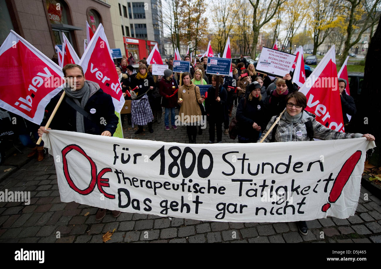 Psychologists demonstrate for better working conditions in downtwon Hamburg, Germany, 14 November 2012. The demonstration - Stock Image