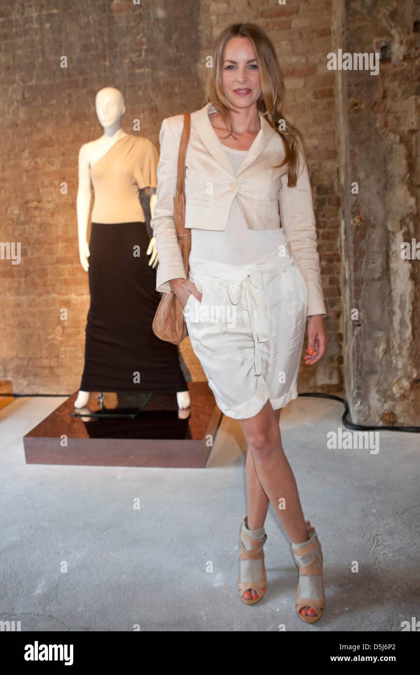 Simone Hanselmann Nude Photos 9