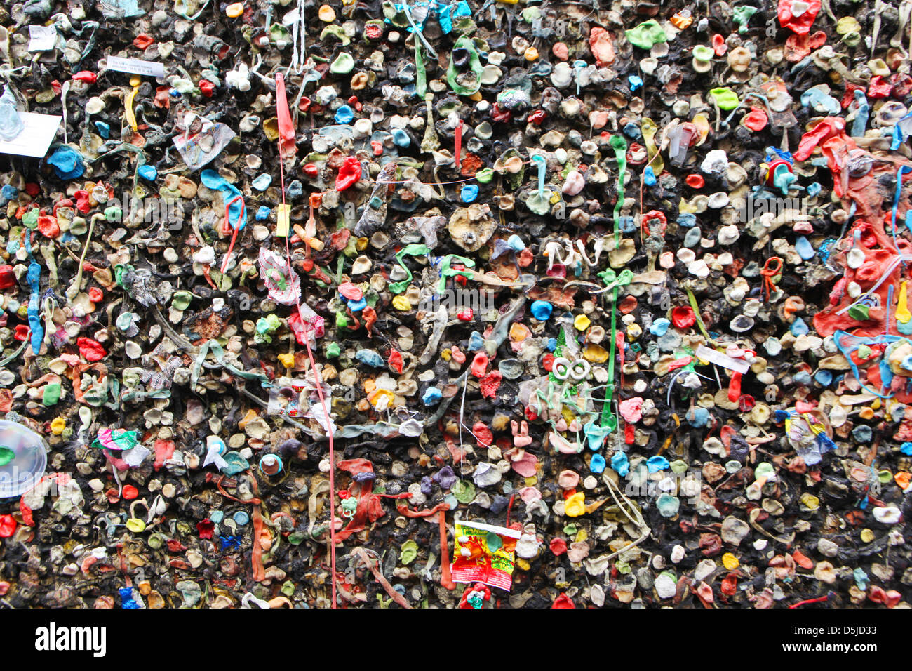 chewed gum on the wall - Stock Image