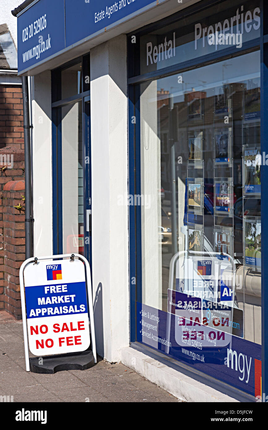 Estate agent sign offering free market appraisals no sale no fee, Cardiff, Wales, UK - Stock Image