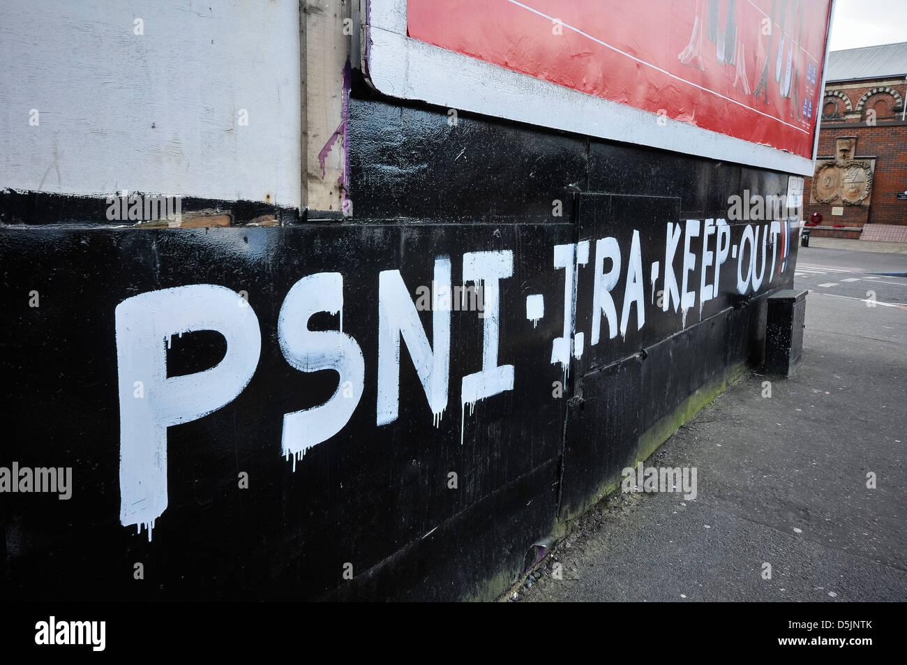 Graffiti warning PSNI (IRA) to keep out of Sandy Row - Stock Image