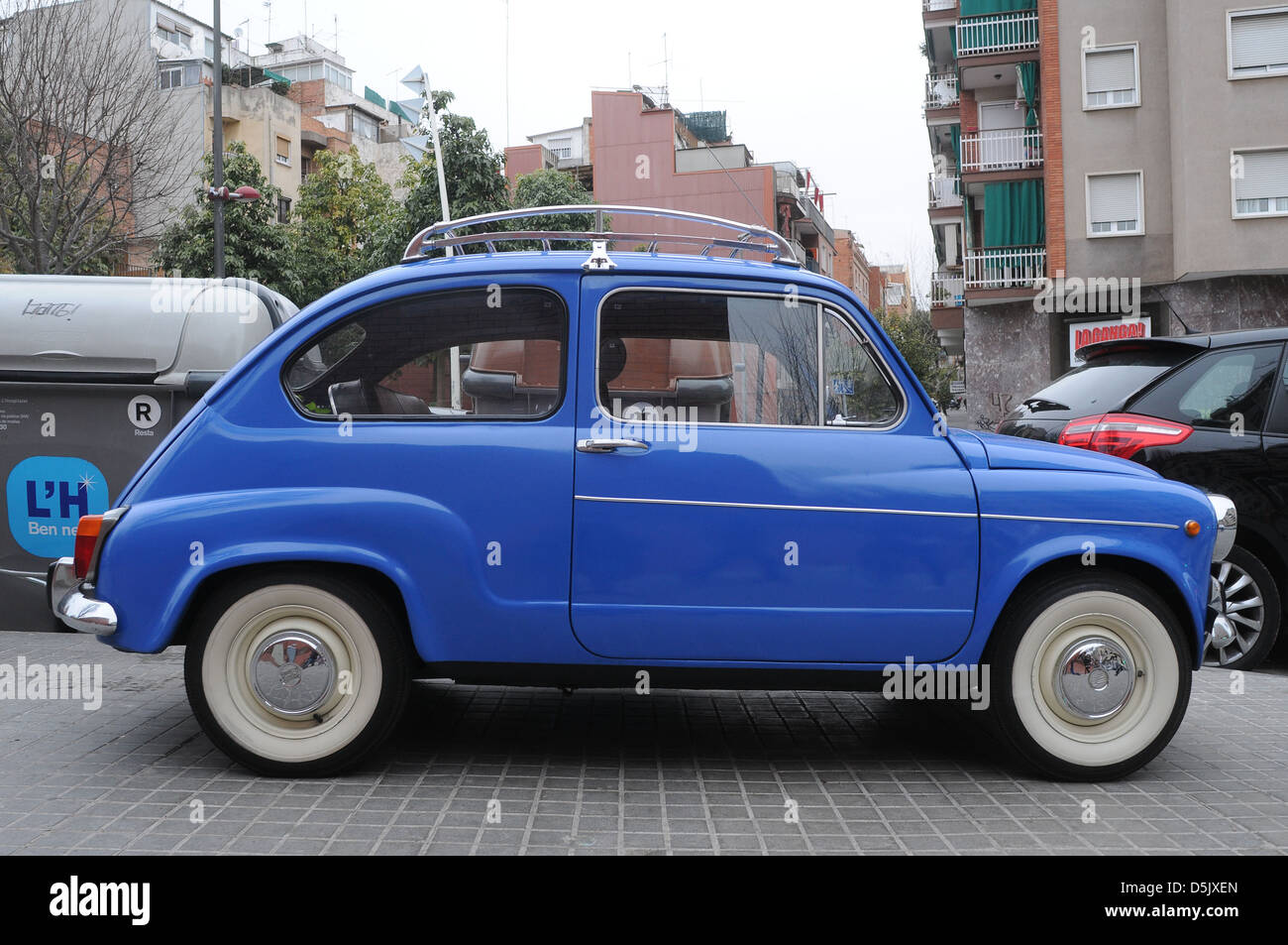 b087d4243a blue car Seat 600 -( fiat) - manufactured from 1957 till 1973 Typical  Spanish
