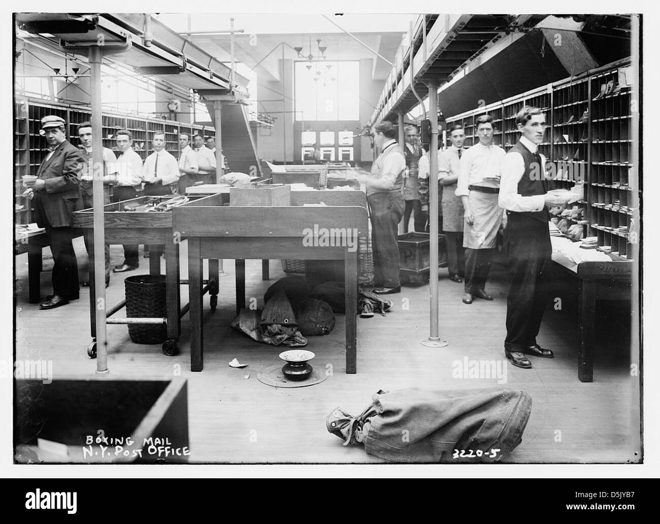 Boxing mail -- N.Y. Post Office (LOC) - Stock Image