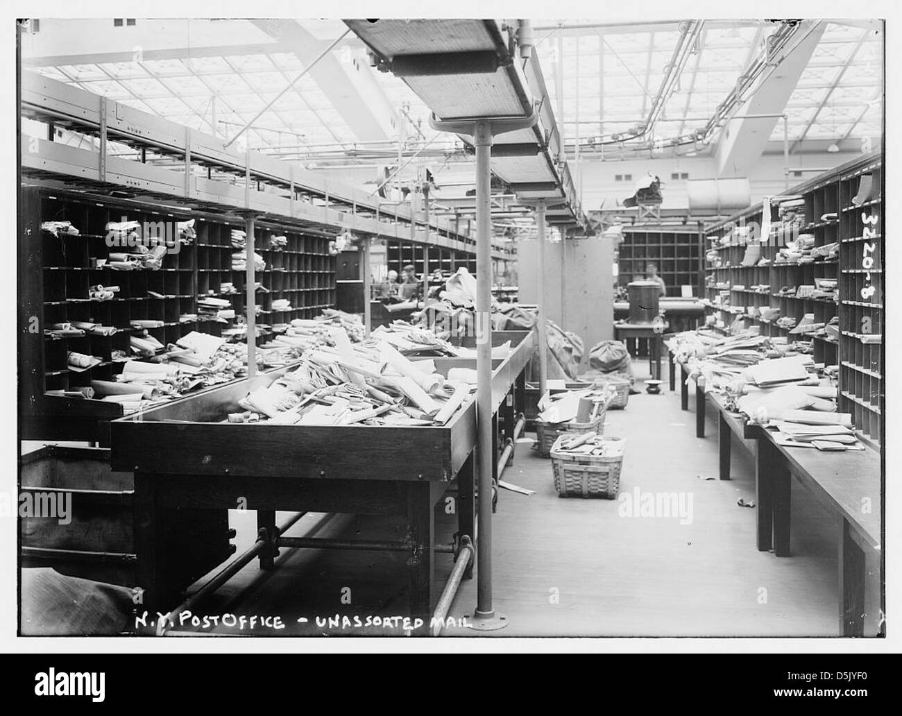 N.Y. Post Office -- unassorted [i.e., unsorted] mail (LOC) - Stock Image