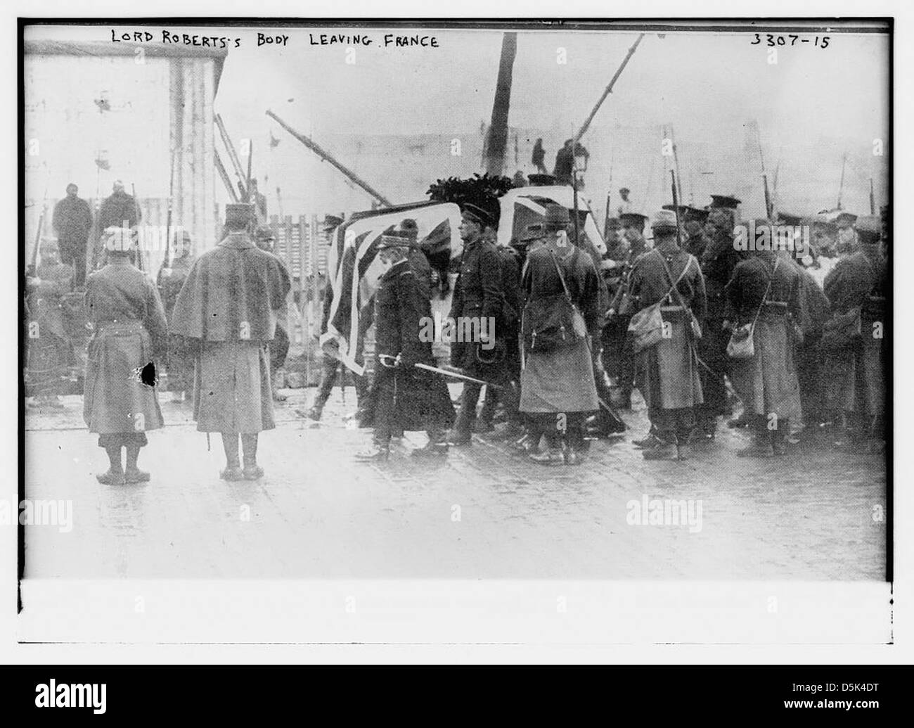 Lord Roberts' body leaving France (LOC) - Stock Image