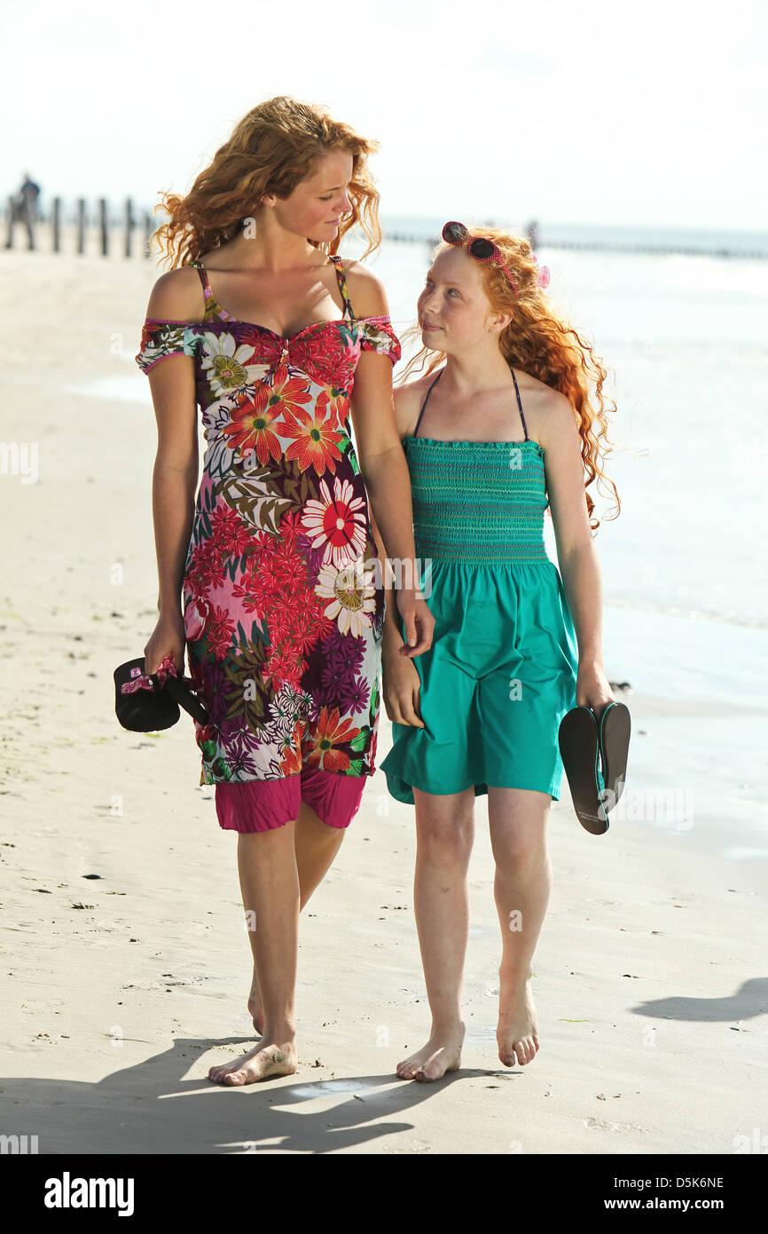 LIZA SIPS & VALERIE POS PENNY'S SHADOW (2011) - Stock Image