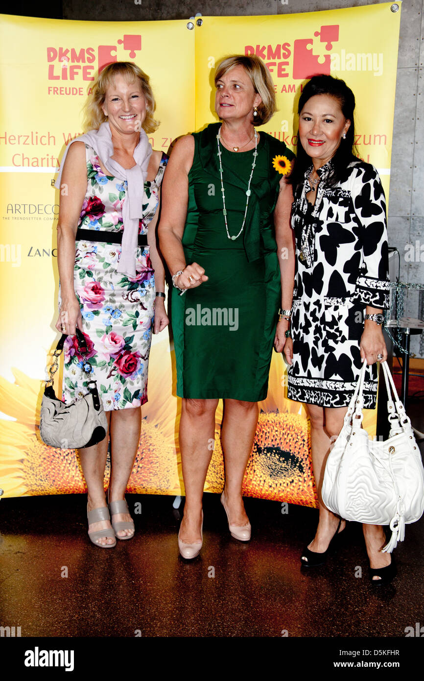 Gaby Bethge, Claudia Rutt and Julie Heinrichsdorff at DKMS Ladies Lunch at Brasserie 'Die Bank'. Hamburg, Germany Stock Photo