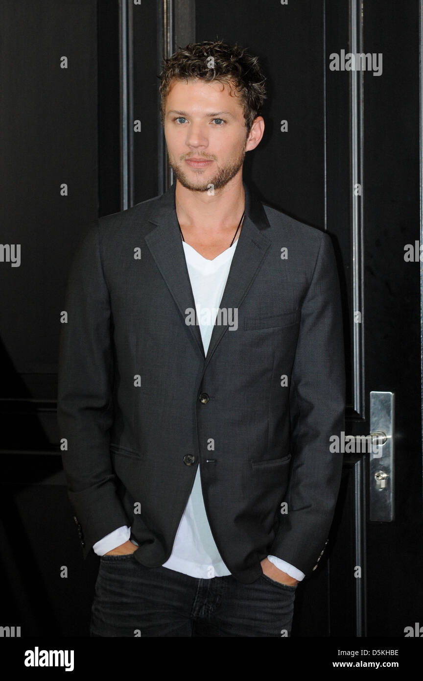 ryan phillippe at a photocall for the movie der mandant at hotel