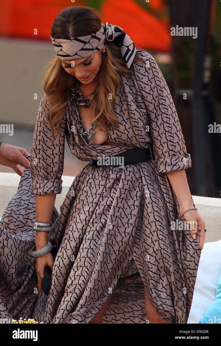 Jennifer Lopez suffers wardrobe malfunction on German ZDF TV show