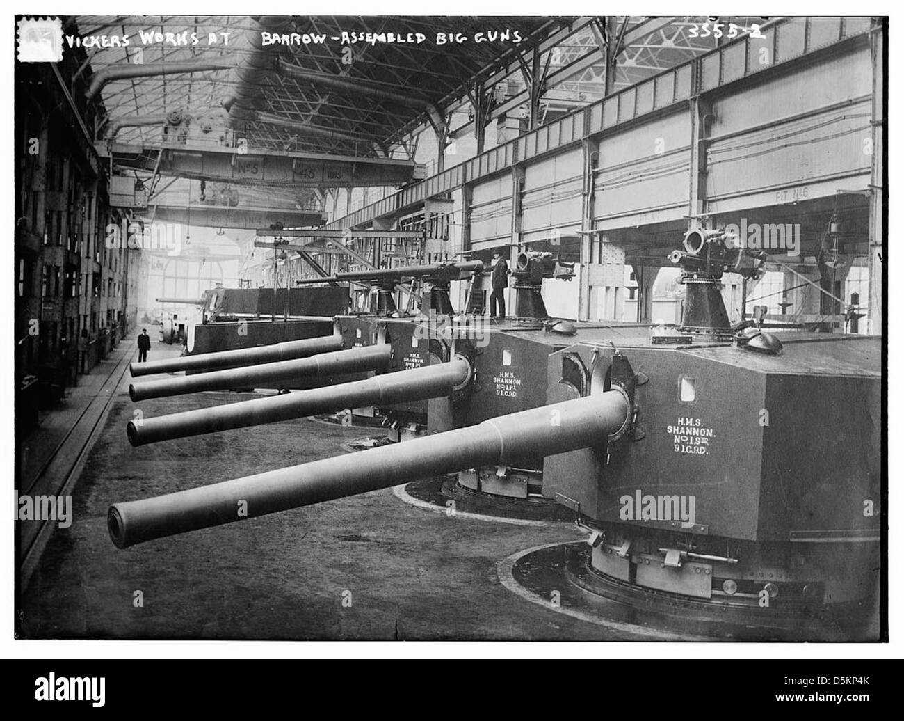 Vickers Works by Barrow -- Assembled big guns (LOC) - Stock Image