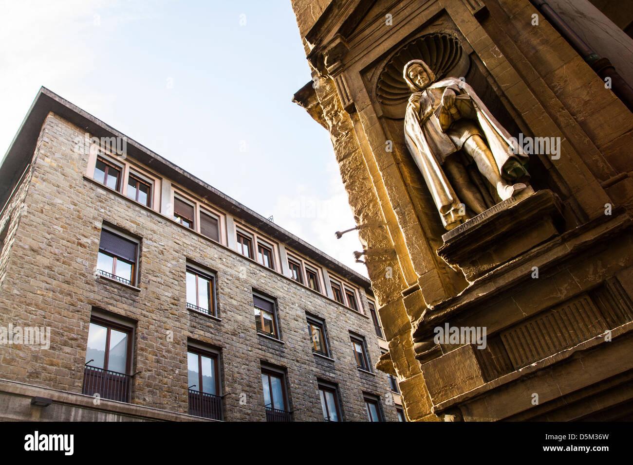Statue of Giovanni Villani on the facade of Loggia del Mercato Nuovo. - Stock Image