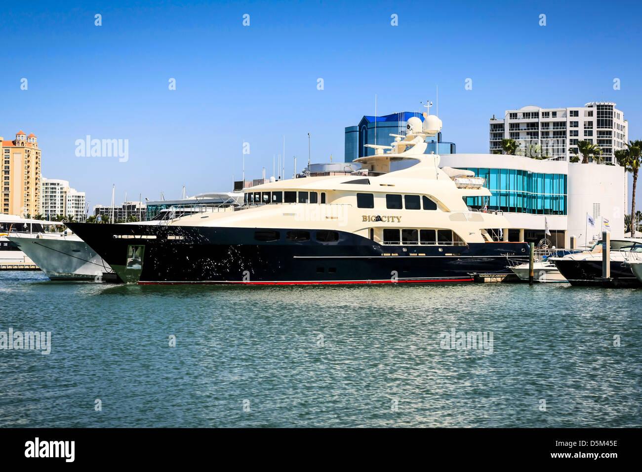 Sarasota Yacht Club >> Sarasota Yacht Club And Harbor Waterfront In Florida Stock Photo
