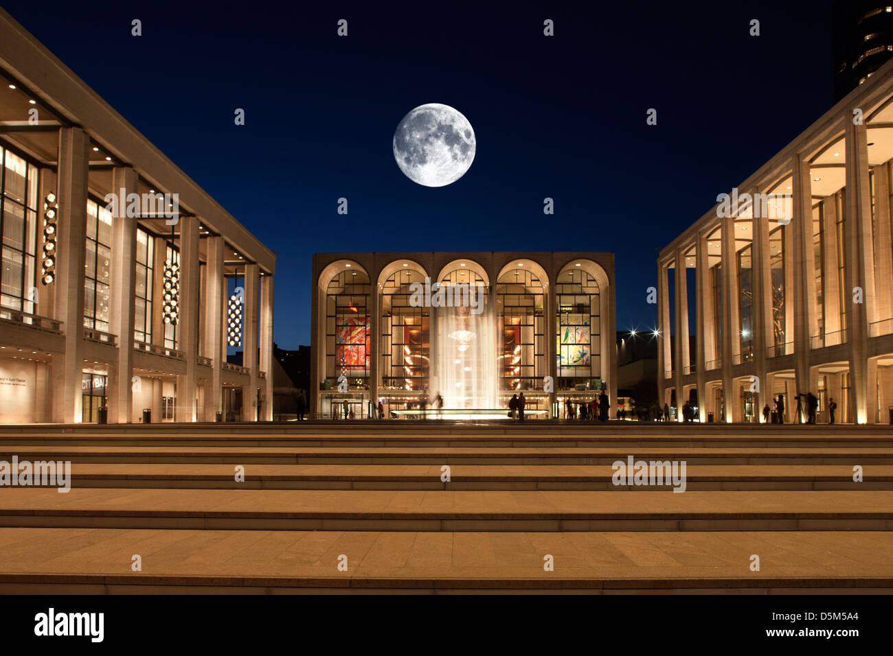 METROPOLITAN OPERA HOUSE (©WALLACE HARRISON 1966) MAIN PLAZA LINCOLN CENTER MANHATTAN NEW YORK CITY USA - Stock Image