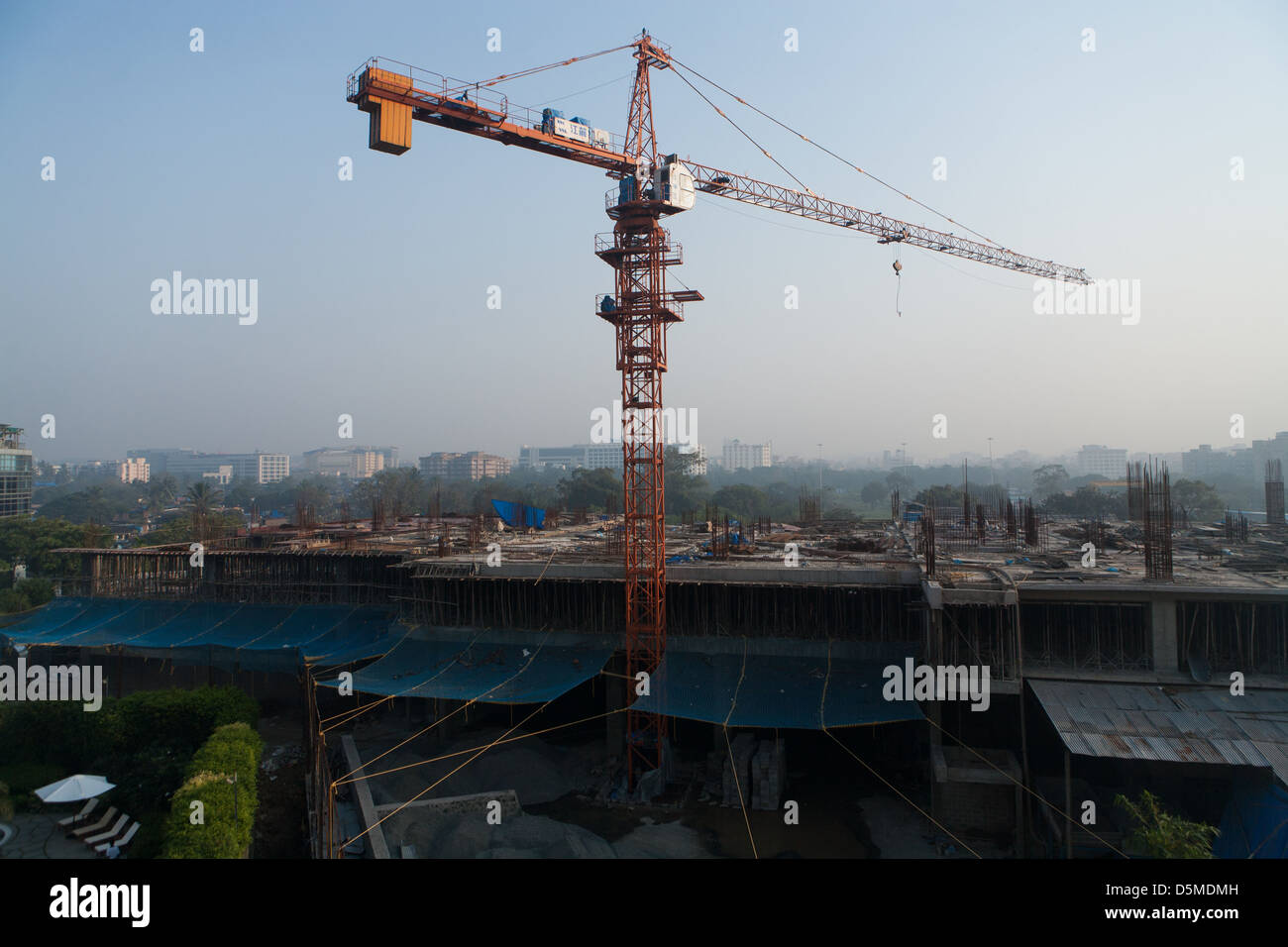 More construction in the fast paced economy of Mumbai, India - Stock Image