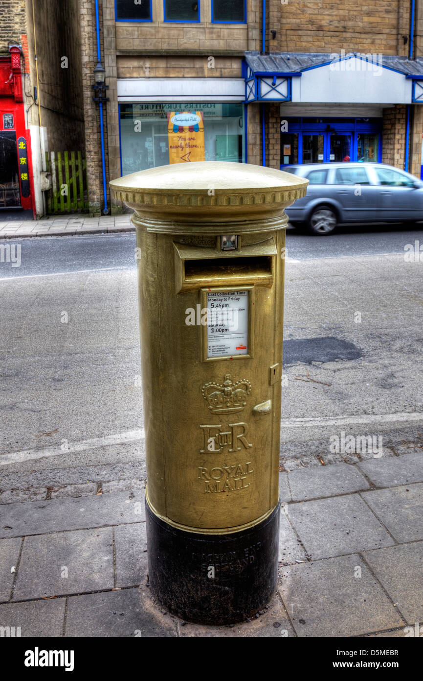 Gold letter box letterbox Skipton Yorkshire England - Stock Image