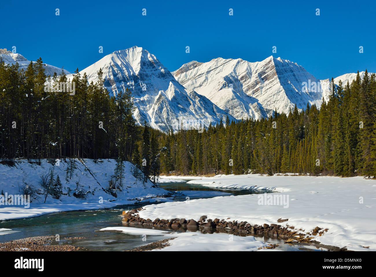 Snowcapped Imágenes De Stock Snowcapped Fotos De Stock: Snow Capped Rocky Mountains Stock Photos & Snow Capped