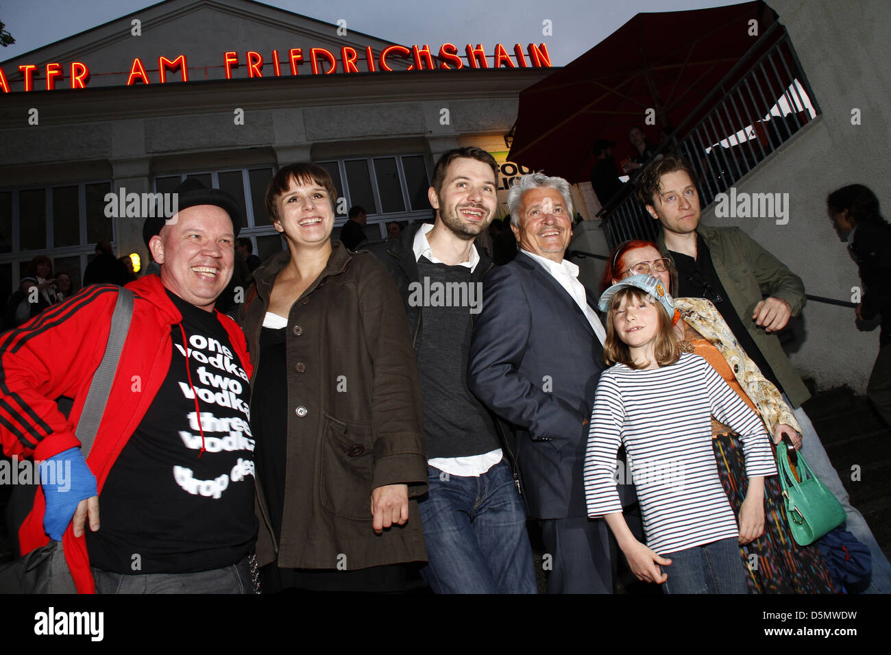 Guest, Leonie Brandis, Jakob Ziemnicki, Henry Huebchen, Paraschiva Dragus, guest and Adrian Topol at the premiere - Stock Image
