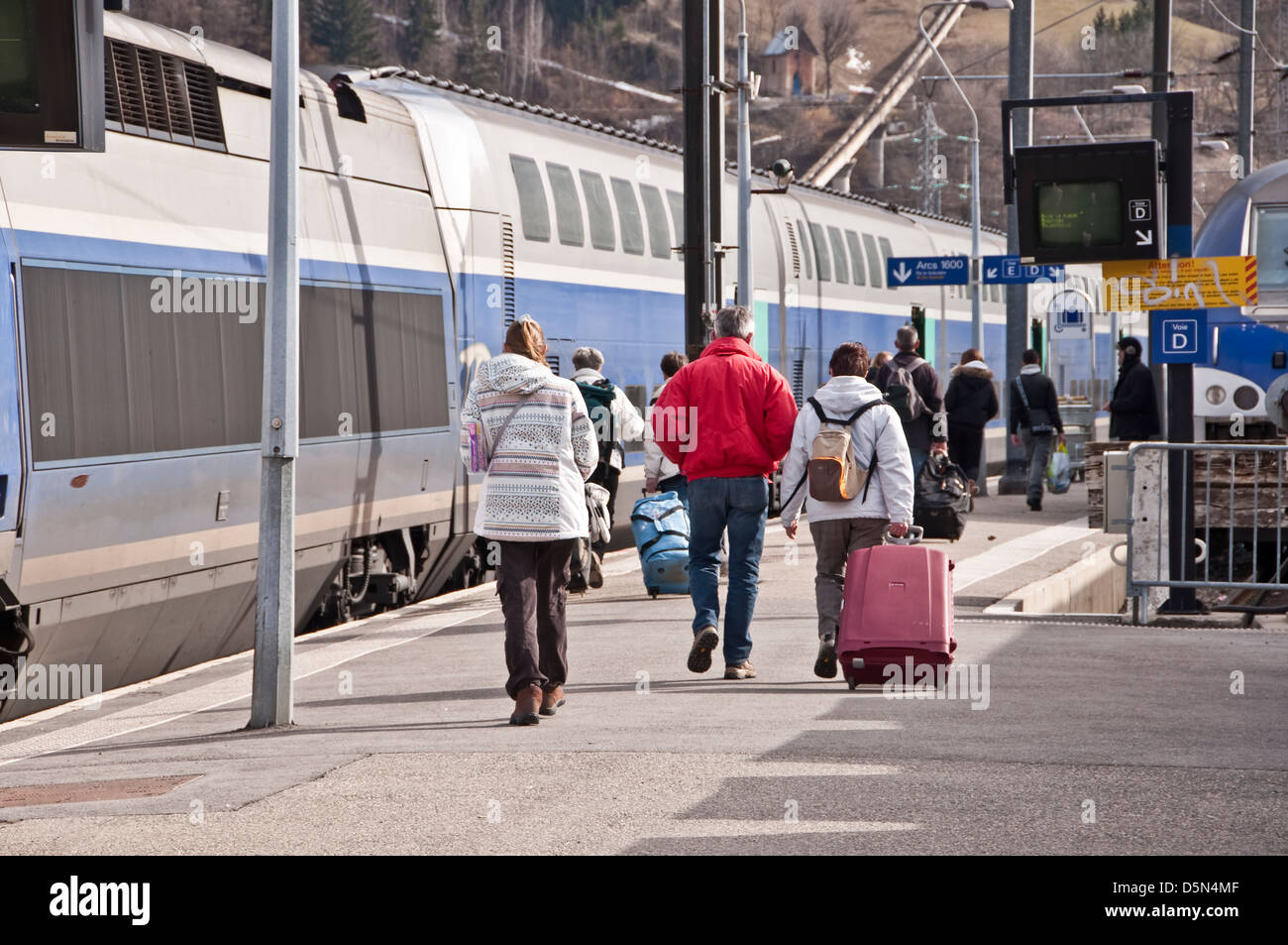 Passengers walking on a station platform toward the train - Bourg Saint Marice, France - Stock Image