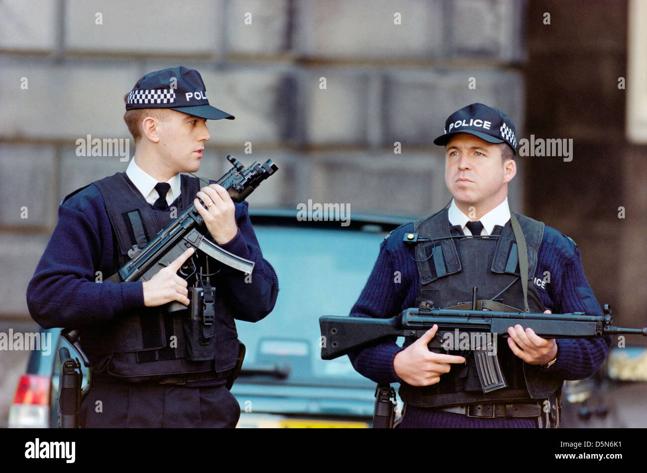 Armed police deployed outside the High Court in Edinburgh - Stock Image