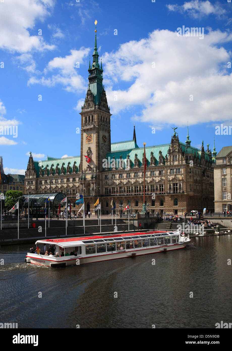 View from Alsterarkaden to city hall, Hamburg, Germany - Stock Image