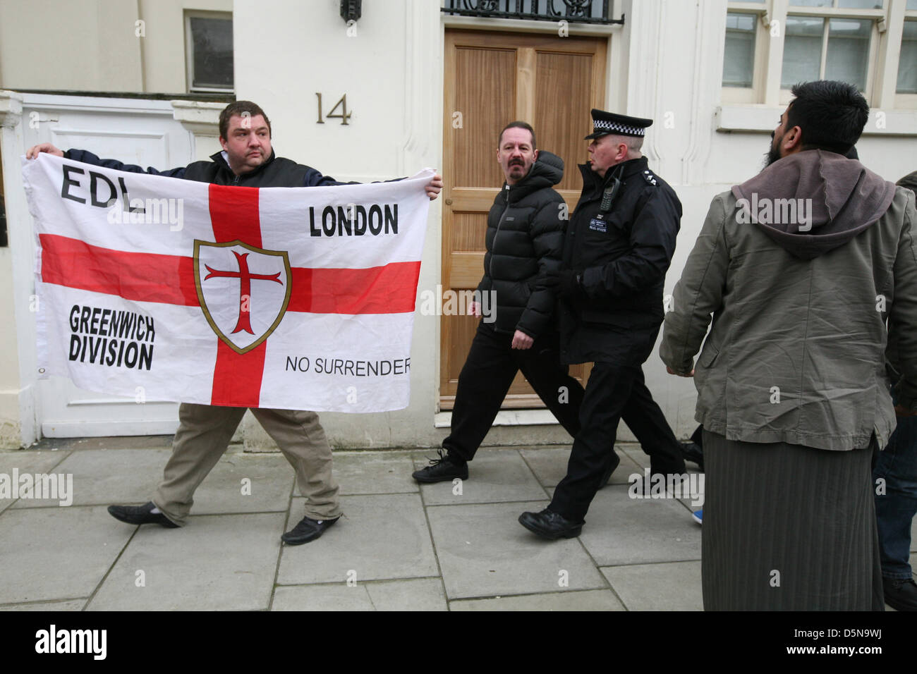 London, UK. 5th April 2013. Angry right-wing confronting an extremist Muslim pressure group protest outside the - Stock Image