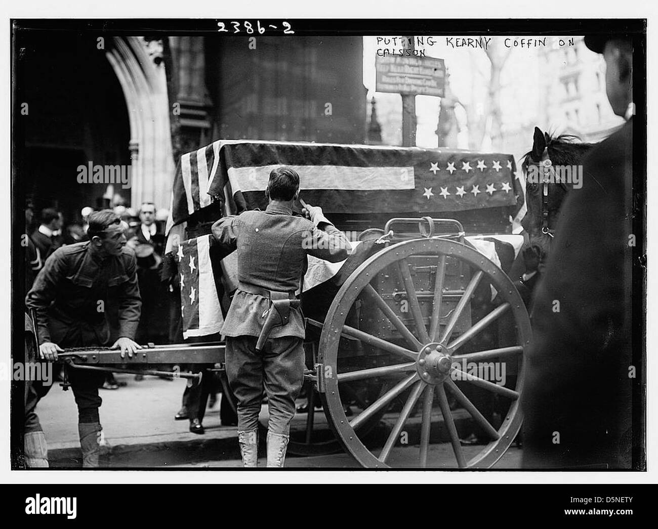 Putting Kearny coffin on caisson (LOC) - Stock Image