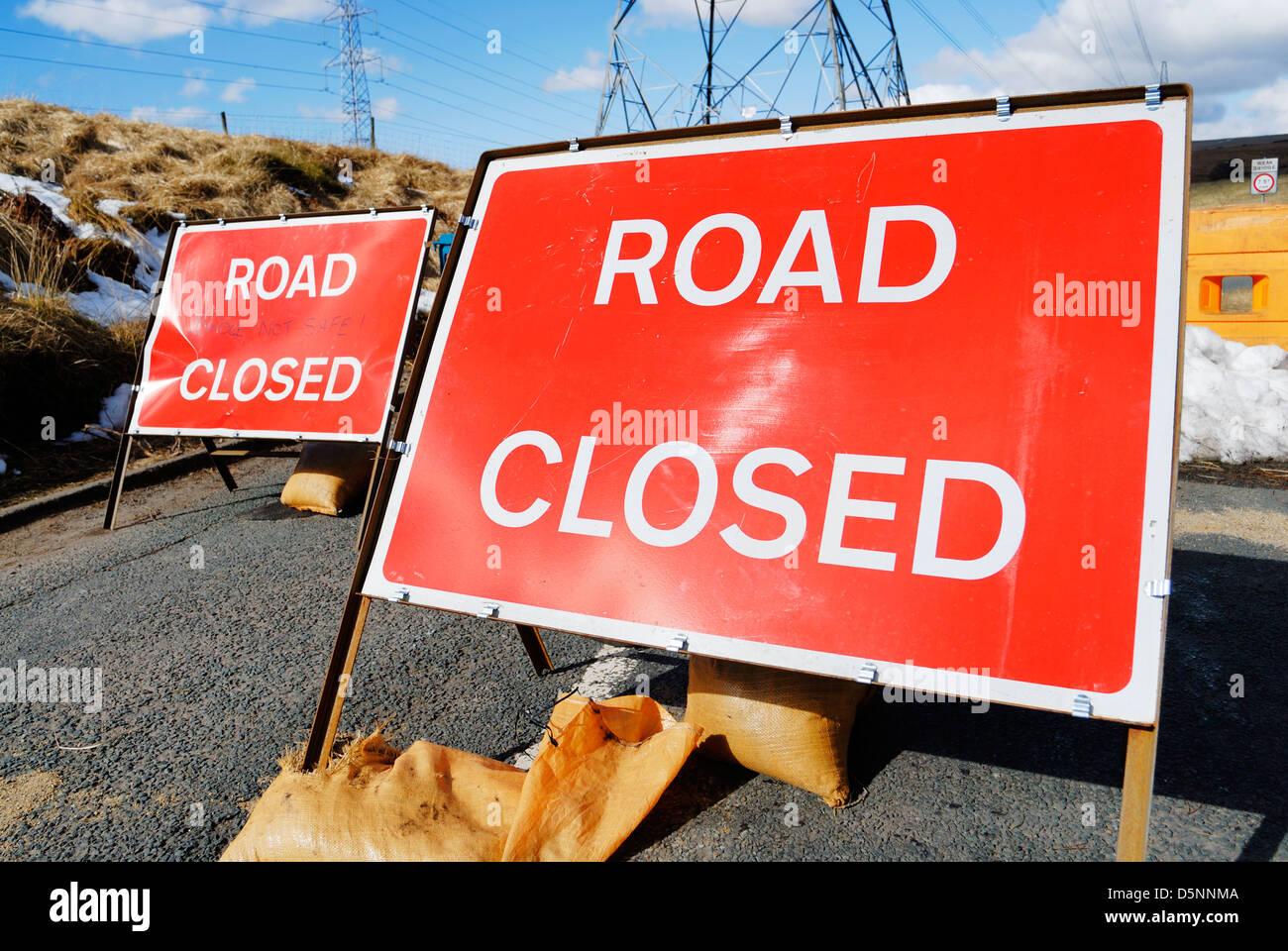 Road closed signs at a roadblock. - Stock Image