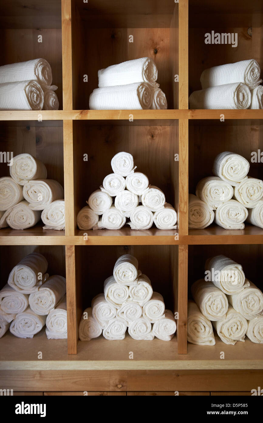 towel storage at spa Stock Photo: 55191477 - Alamy